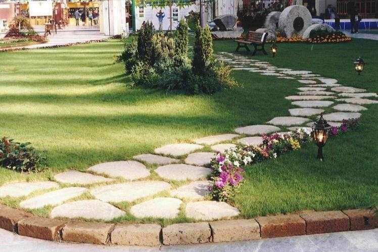 Viale giardino pietra design casa creativa e mobili - Design giardino casa ...