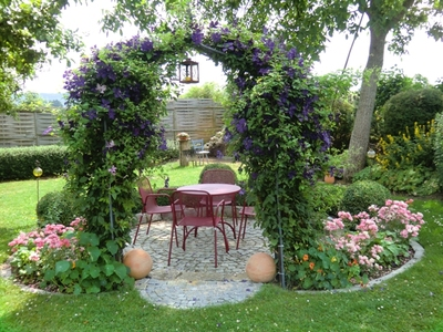 salottino particolare in giardino 20 idee da cui trarre ispirazione. Black Bedroom Furniture Sets. Home Design Ideas
