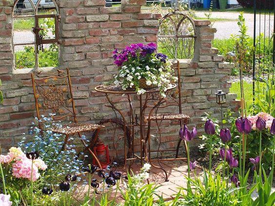 Salottino particolare in giardino 20 idee da cui trarre - Ruinenmauer im garten ...