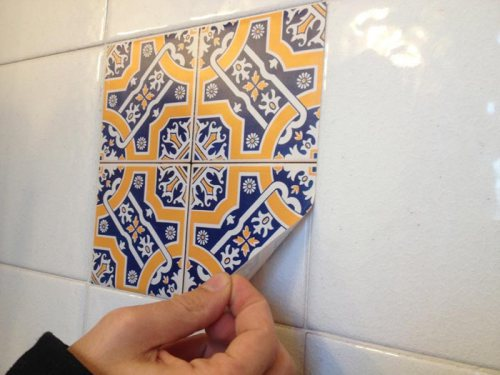 Rinnovare casa con le piastrelle adesive senza demolire for Piastrelle linoleum bagno