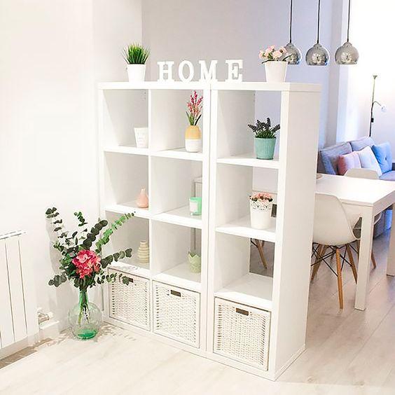 20 idee per usare gli scaffali ikea come separ - Ikea scaffali bagno ...