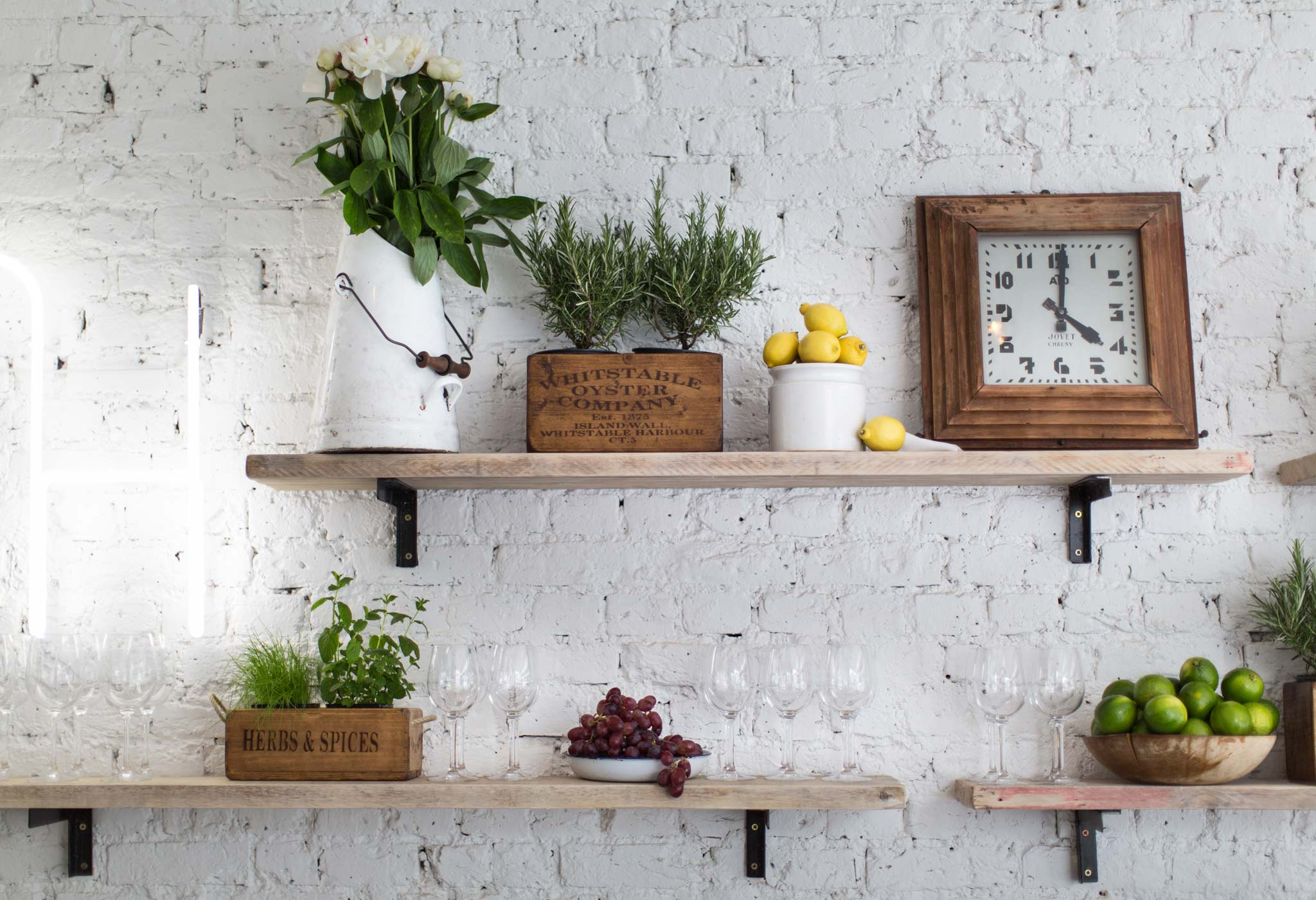 white bricks in the kitchen! 20 beautiful examples to see