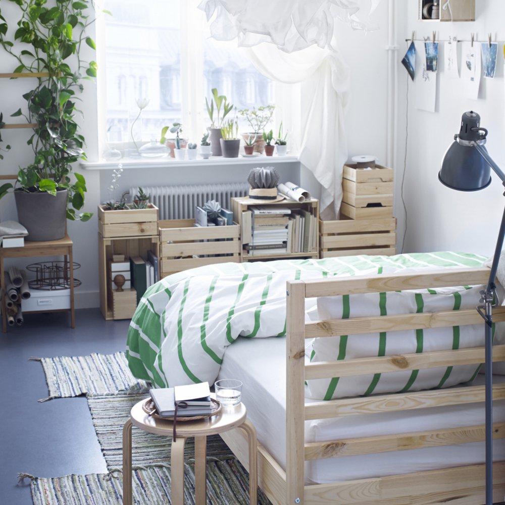 arredare la camera da letto con le cassette di legno 20 idee per ispirarvi. Black Bedroom Furniture Sets. Home Design Ideas