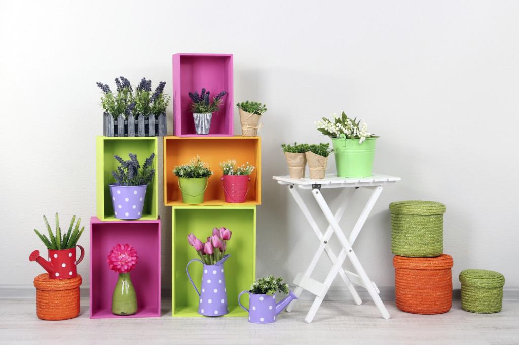 Composizioni con piante e cassette di legno 20 bellissime for Come costruire una piccola casa a buon mercato
