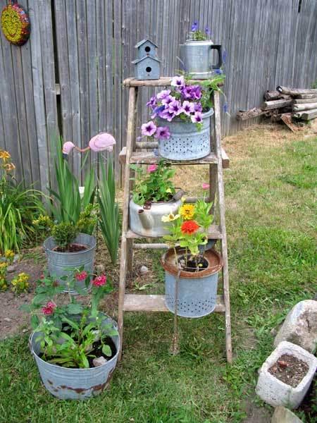 Una vecchia scala per decorare in giardino 20 idee a cui for Idea giardino