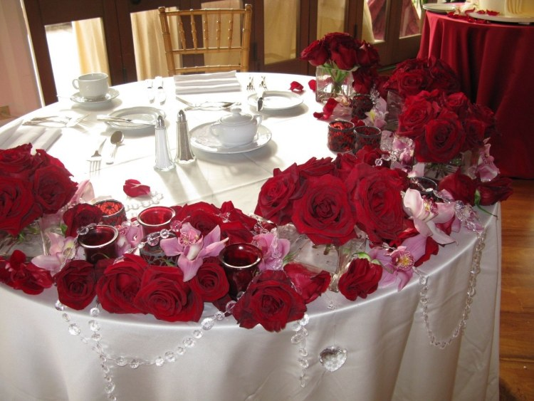 Rose table decorations my web value decorate a wedding table with roses idea 4 junglespirit Choice Image