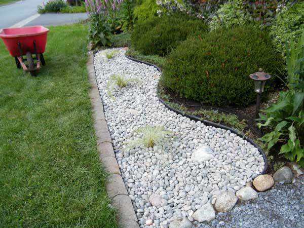 Decorare con i sassolini in giardino 20 idee creative a for Idea giardino