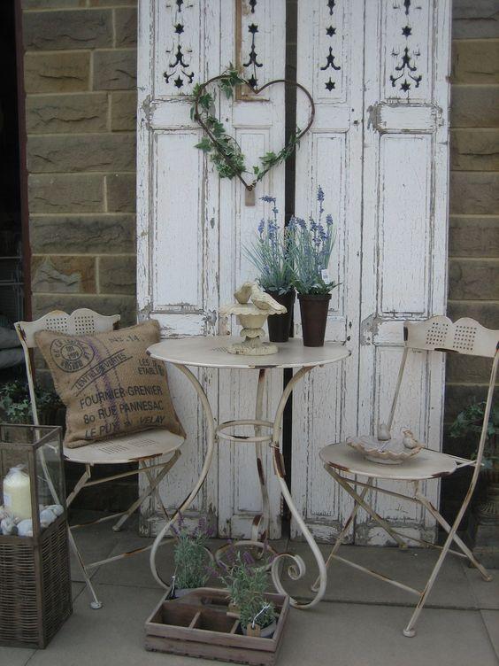 Decorare il giardino in stile shabby chic 20 idee per for Mobili vintage economici