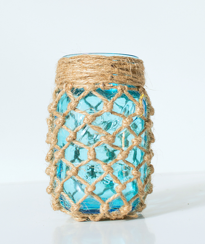 Decorazioni primaverili con barattoli di vetro