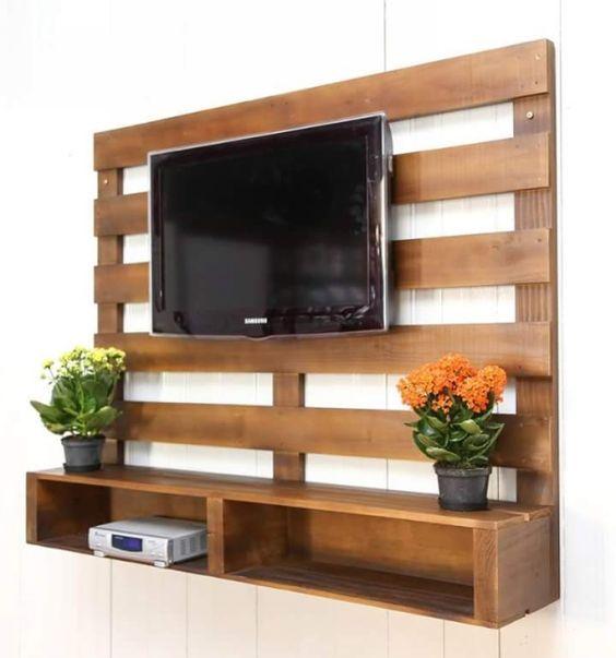 Mobili per TV realizzati con bancali