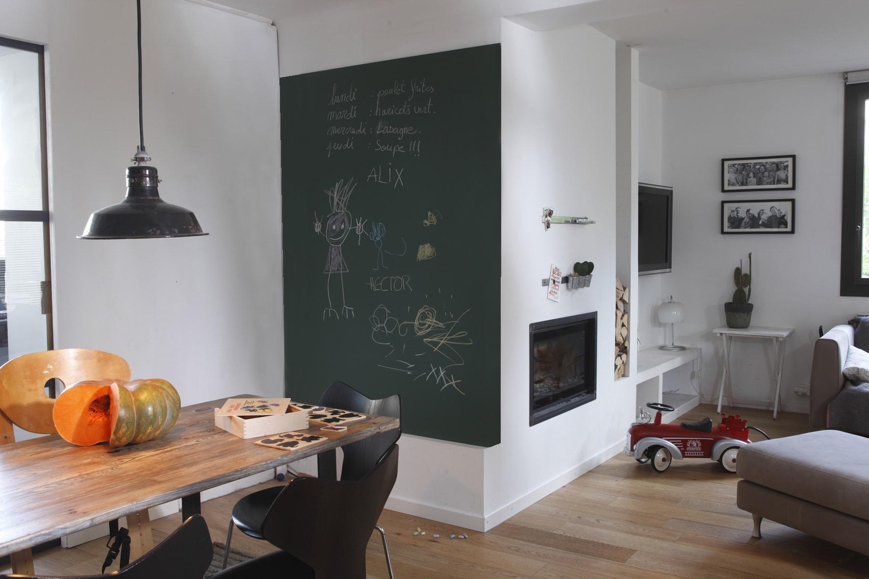 Decorare una parete con la pittura effetto lavagna 20 esempi a cui ispirarsi video for Peindre mur cuisine