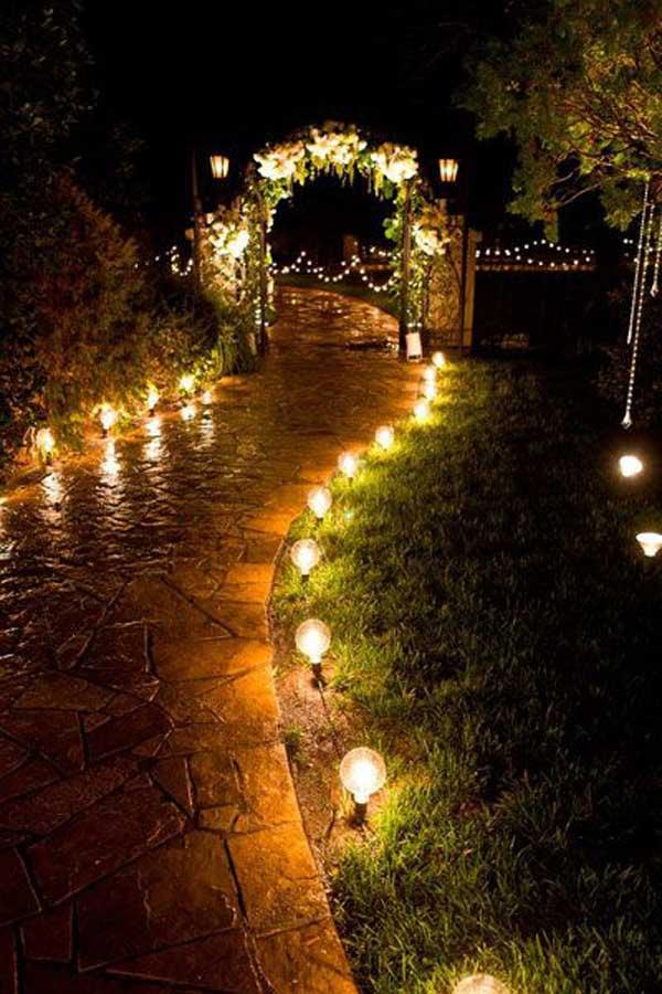 Illuminare il vialetto in giardino 20 bellissime idee a - Illuminare il giardino ...