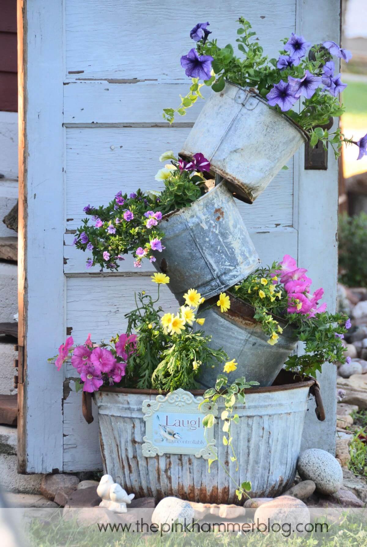 Una torre di fiori in giardino 20 idee creative a cui - Grossi fiori da giardino ...