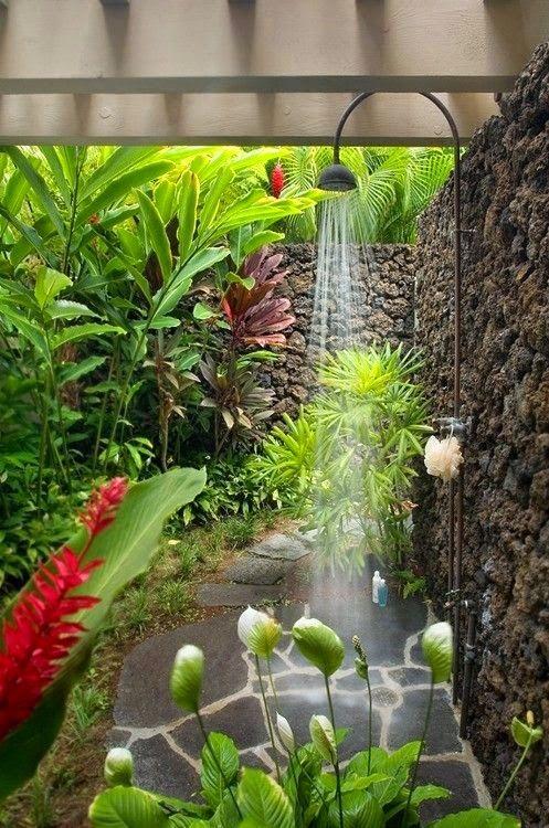 Creare una doccia da esterno per una bella rinfrescata 20 idee originali - Idee per realizzare un giardino ...