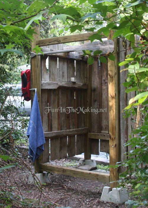 Creare una doccia da esterno per una bella rinfrescata 20 - Doccia per giardino ...