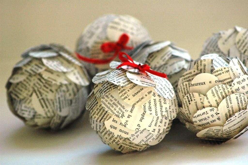 Decorazioni fai da te con i vecchi giornali 15 idee da cui trarre ispirazione - Decorazioni natalizie carta ...