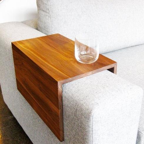 Un tavolino da divano fai da te per un vero momento di - Rivestire divano fai da te ...