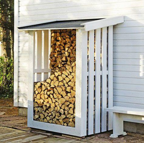 Sistemare la legna in giardino