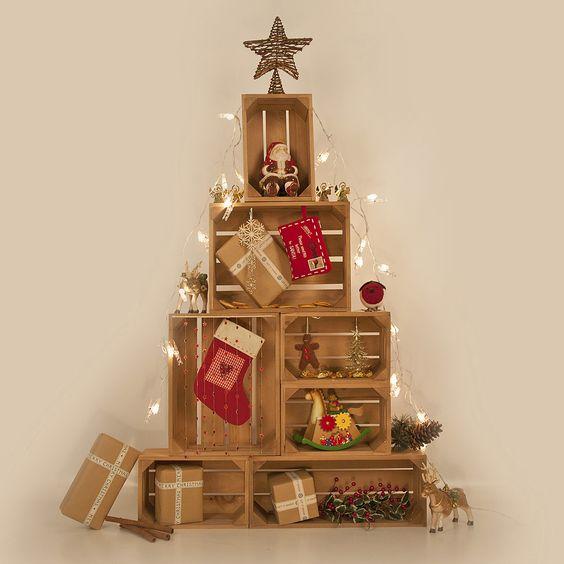 Decorazioni natalizie con cassette di legno 15 idee per - Originales arboles de navidad ...