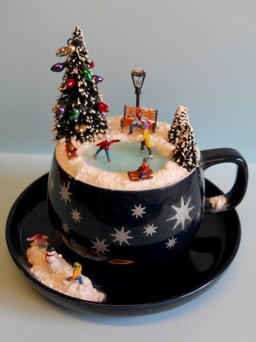 Decorazioni natalizie in un tazza