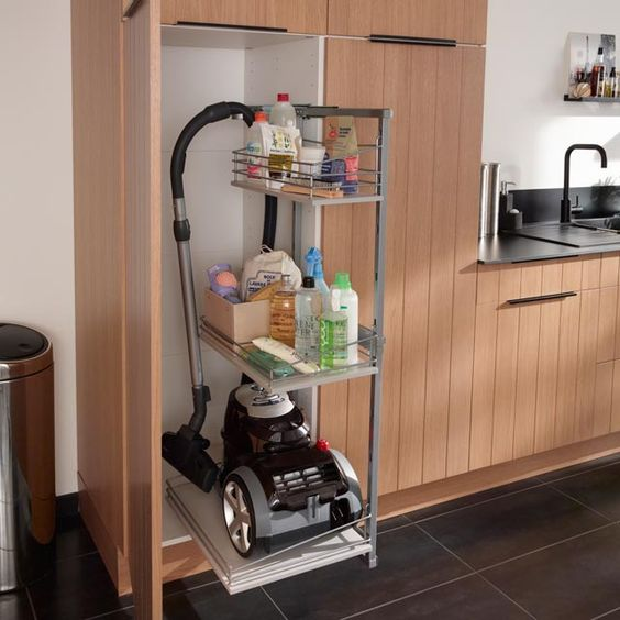 organizzare il ripostiglio dei prodotti per le pulizie ecco 15 idee per ispirarvi. Black Bedroom Furniture Sets. Home Design Ideas