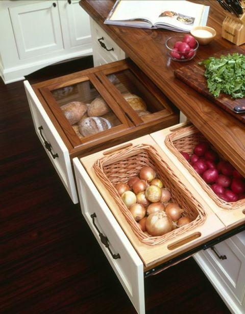 Sistemare frutta e verdura in una piccola cucina