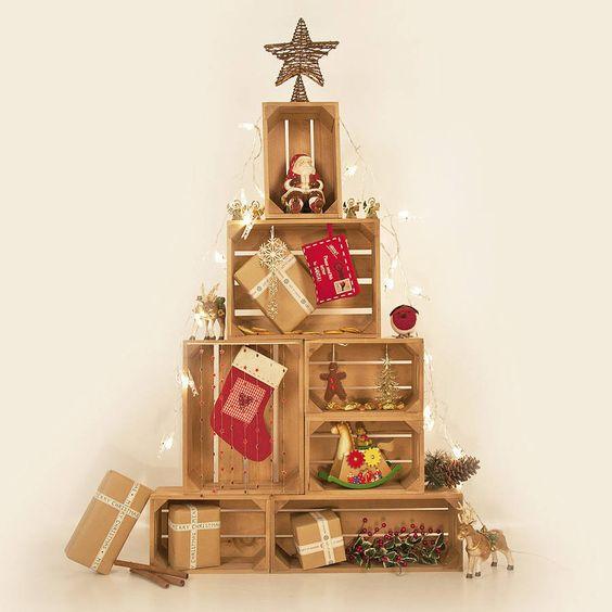 Un albero di natale con le cassette di legno 11 idee a for Albero di natale di legno