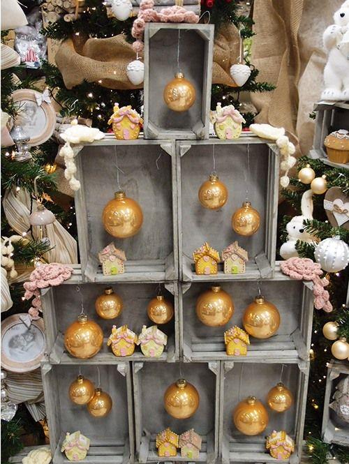 Un albero di natale con le cassette di legno 11 idee a - Decorazioni in legno per natale ...