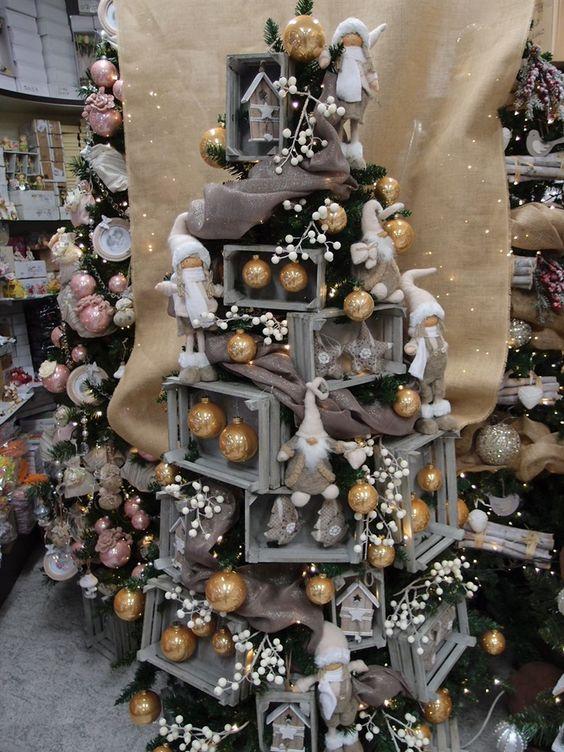 Albero Di Natale Legno Fai Da Te.Un Albero Di Natale Con Le Cassette Di Legno 11 Idee A Cui Ispirarsi