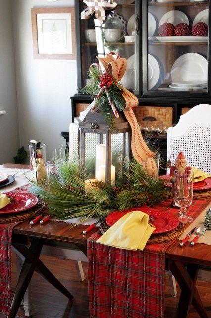 Decoro natalizio fai da te per la tavola.