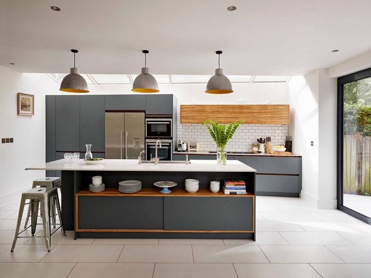 Eccezionale Cucina bianca e grigia: Ispiratevi con questi 15 esempi Buona  OP49