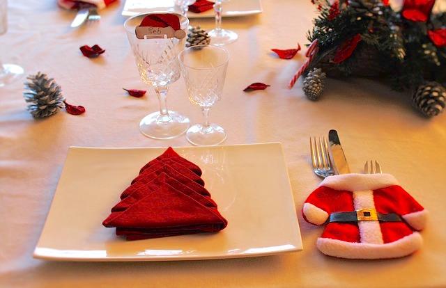 Come apparecchiare la tavola a natale 15 idee da cui trarre ispirazione - Addobbare la tavola per natale ...