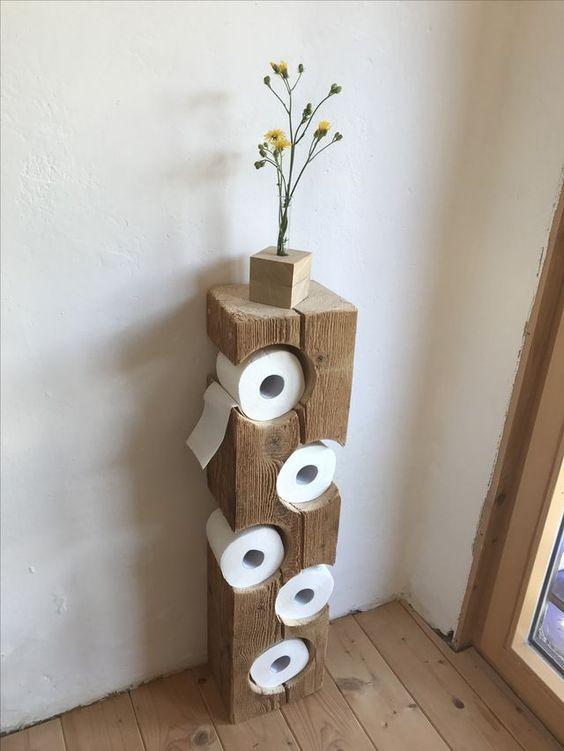 Sistemare la carta igienica in bagno