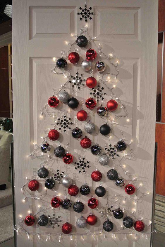 Decorare le porte per Natale
