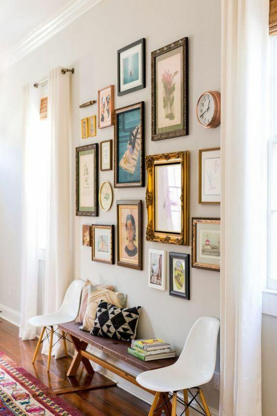 Una parete di quadri per decorare casa in modo creativo 15 idee originali - Quadri per casa ...