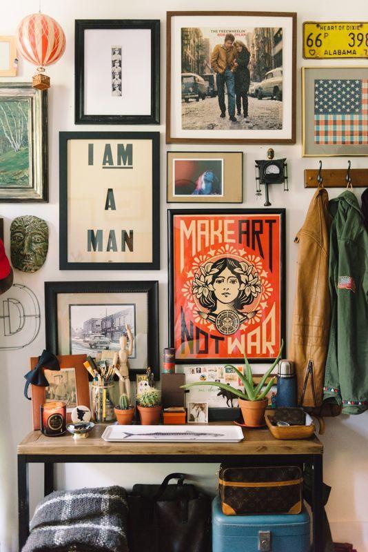 Una parete di quadri per decorare casa in modo creativo for Idea design casa