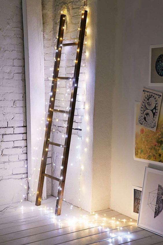 Decorare casa con le lucette di Natale