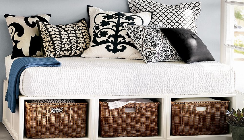Beautiful baskets to fit under the bed to keep the bedroom idea 5