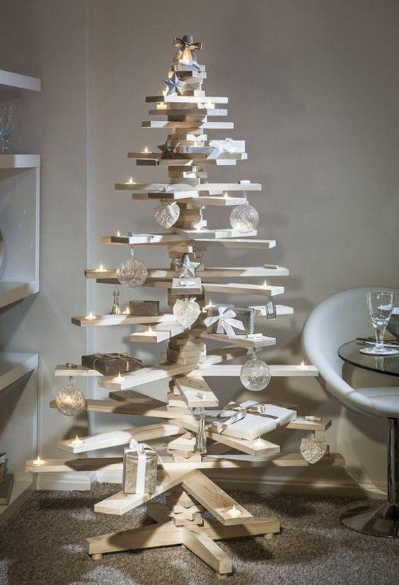 Un albero di Natale in LEGNO