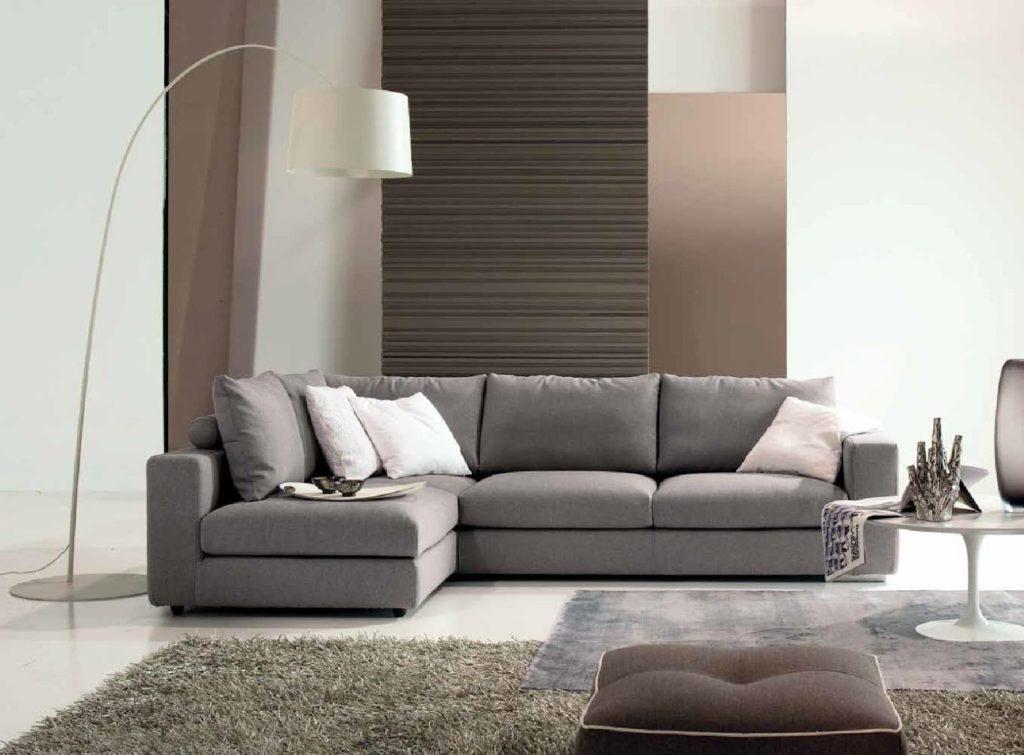 Soggiorno grigio e beige ecco come abbinarlo 15 esempi a for Divani moderni grigi