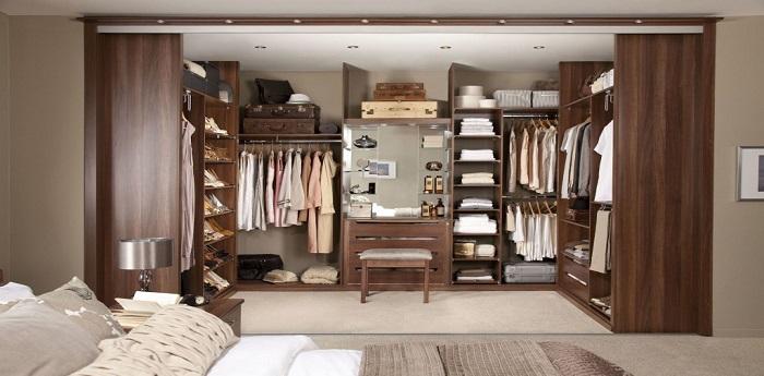 Organizzare la cabina armadio per ogni tipo di camera da - Camera da letto con cabina armadio ad angolo ...