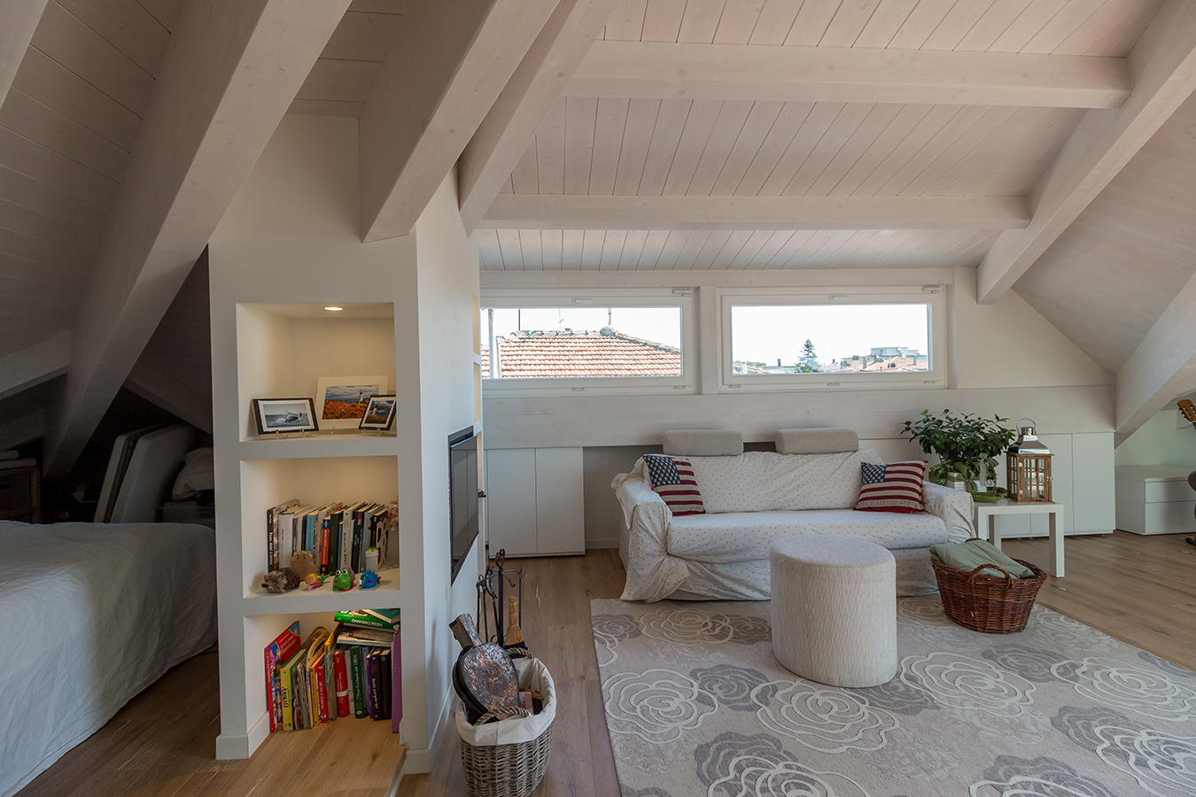 Come trasformare un sottotetto in un piccolo attico 15 for Tende per sottotetto