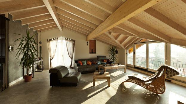 Come trasformare un sottotetto in un piccolo attico