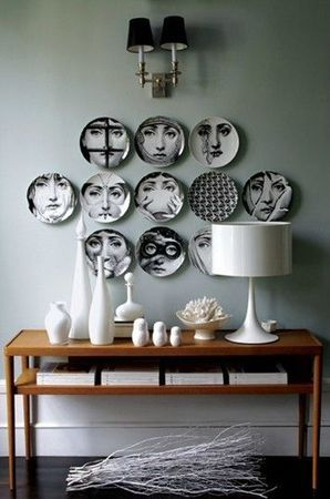 Decorare le pareti con i piatti 20 idee originali per - Decorare parete con foto ...