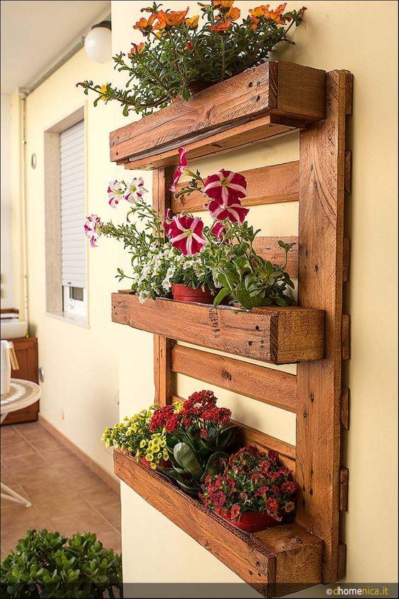 Fioriere da parete fai da te con bancali 20 esempi per - Parete in legno fai da te ...