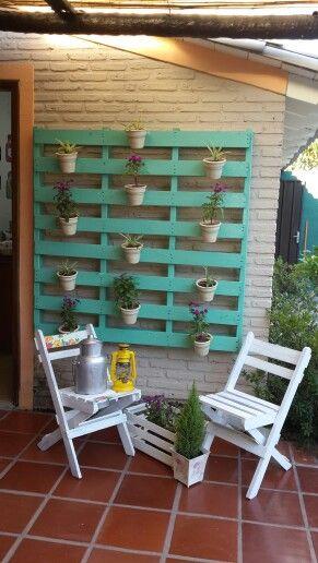 Fioriere da parete fai da te con bancali 20 esempi per for Jardin vertical casero palet
