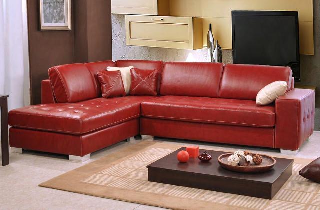 Abbinare un divano dai colori vivi ecco 15 idee per farlo - Divano rosso pelle ...