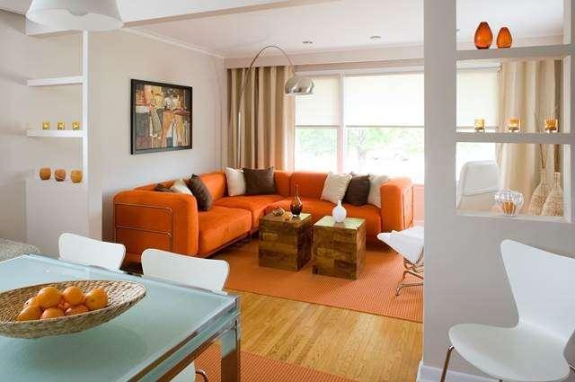 Divano Arancione E Marrone : Abbinare un divano dai colori vivi ecco idee per farlo con