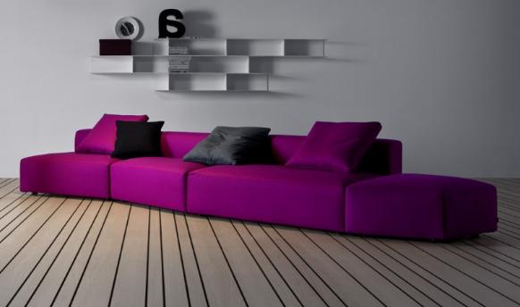 Abbinare un divano dai colori vivi ecco 15 idee per farlo - Divano viola ikea ...