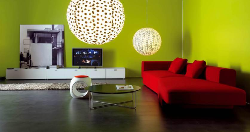 Divano Arancione E Marrone : Il colore giusto dietro al divano ecco idee tutte da scoprire